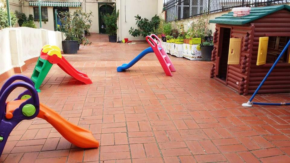 Nuestro patio con los toboganes desplegados