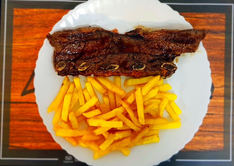 Tira de Churrasco de ternera con patatas fritas