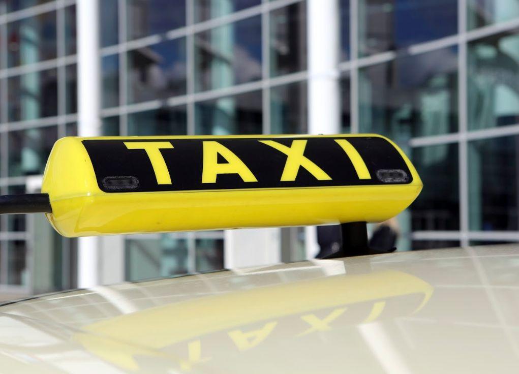 Empresas de calzado: Servicios de Taxi Carlos Elda