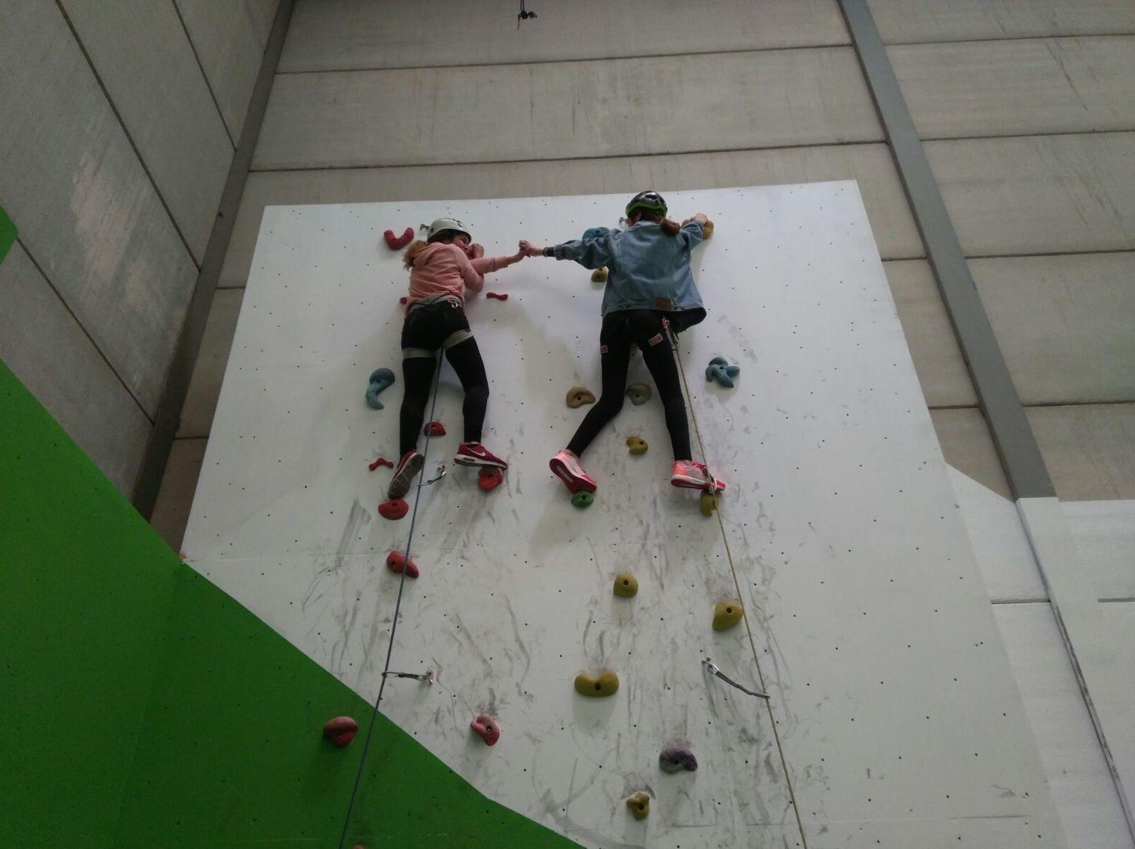 Scout Pirineos 440 nos demuestran que UP Escuela Escalada UNE