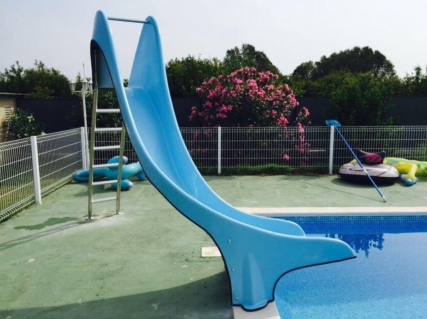 Foto 3 de toboganes acu ticos para piscinas en sevilla for Piscinas abiertas en sevilla