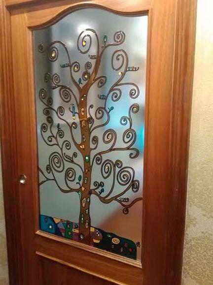 Puertas con vidrios decorativos en Santurtzi