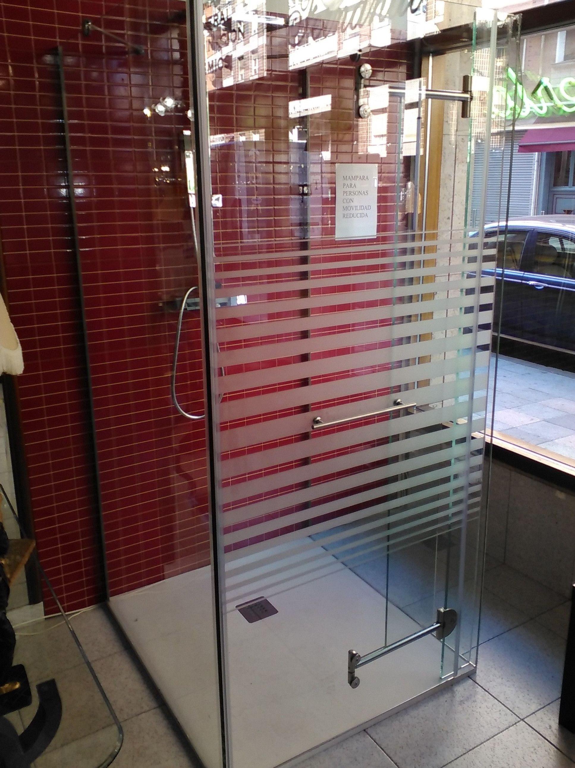 Mamparas de ducha para personas con movilidad reducida en Santurce