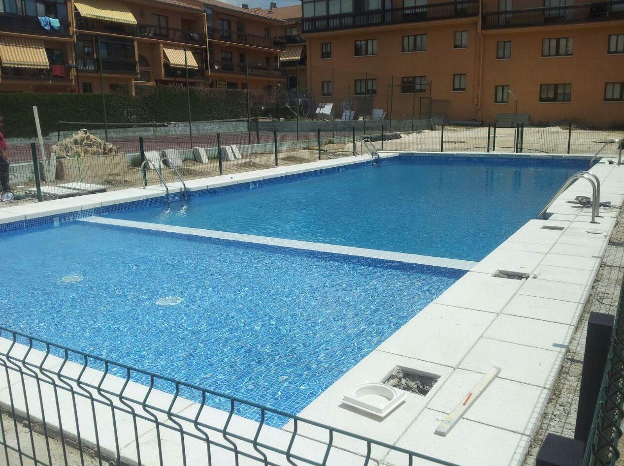 Piscinas de hormig n proyectado acabado l mina de pvc cat logo de servicios de pools - Catalogo de piscinas ...