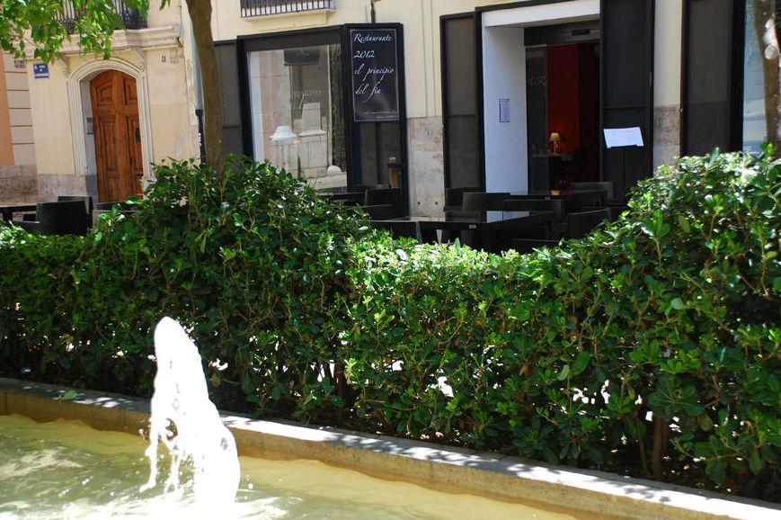 Fuente exterior del restaurante
