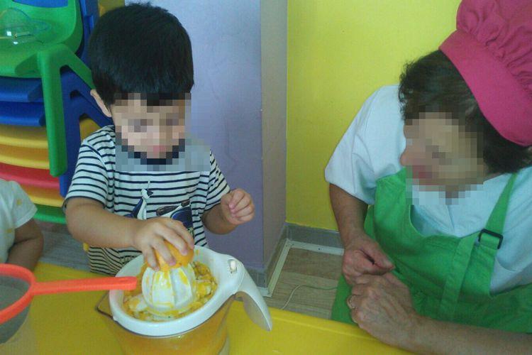 Exprimir naranjas para nuestros helados