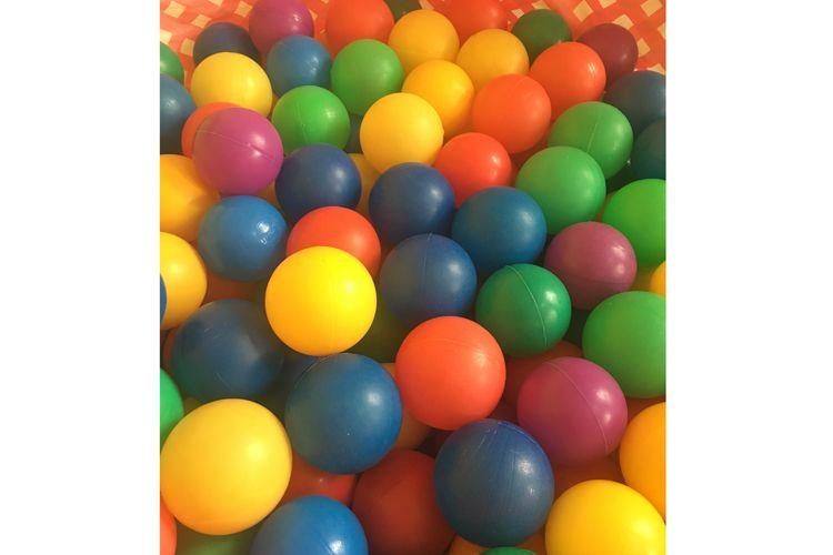 Cama de bolas para jugar