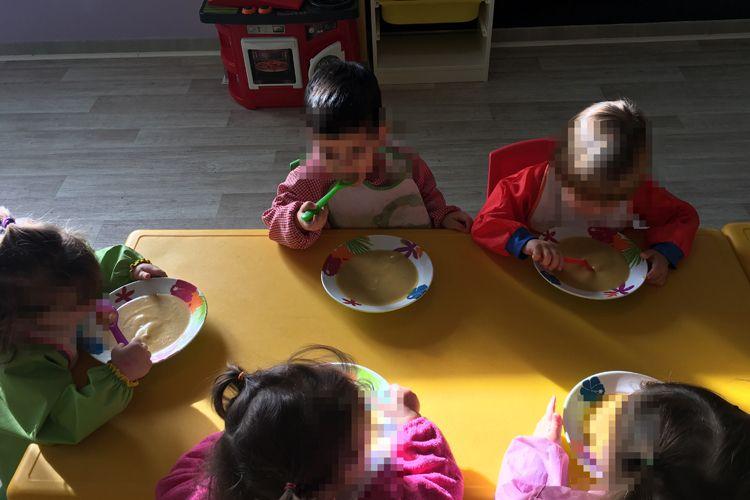Aprendemos a comer en la guardería