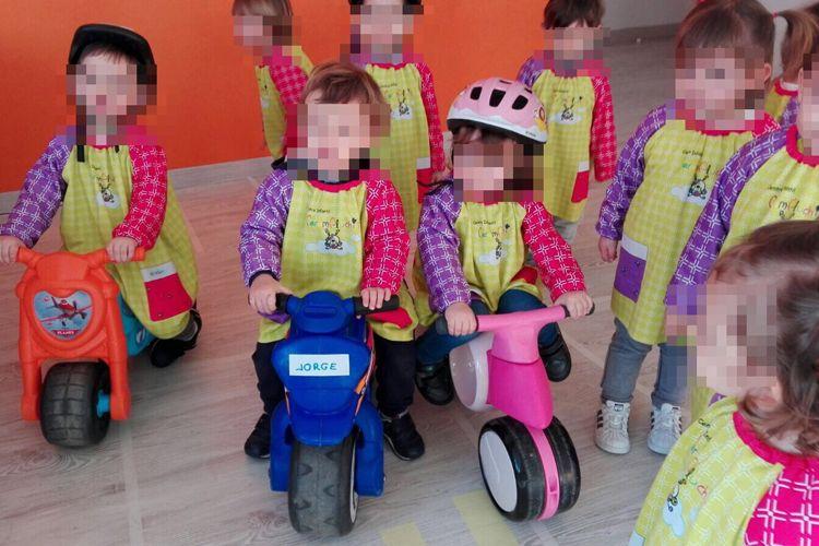 Las motos son una diversión para los pequeños
