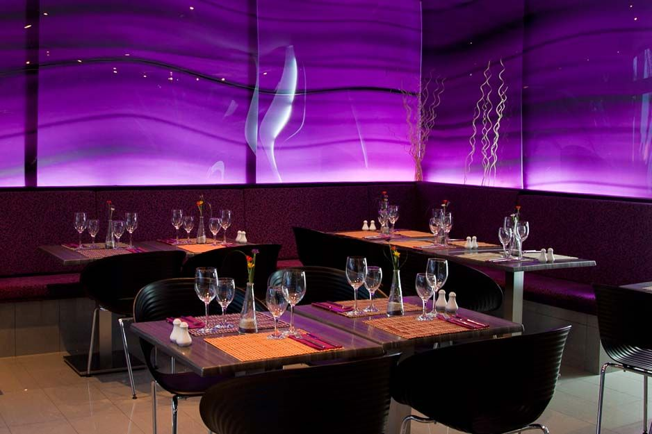 Restaurante con un moderno diseño