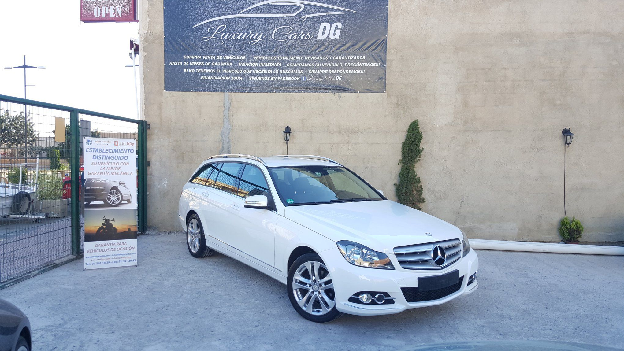 Mercedes C200 familiar: Venta de vehículos de Luxury Cars DG