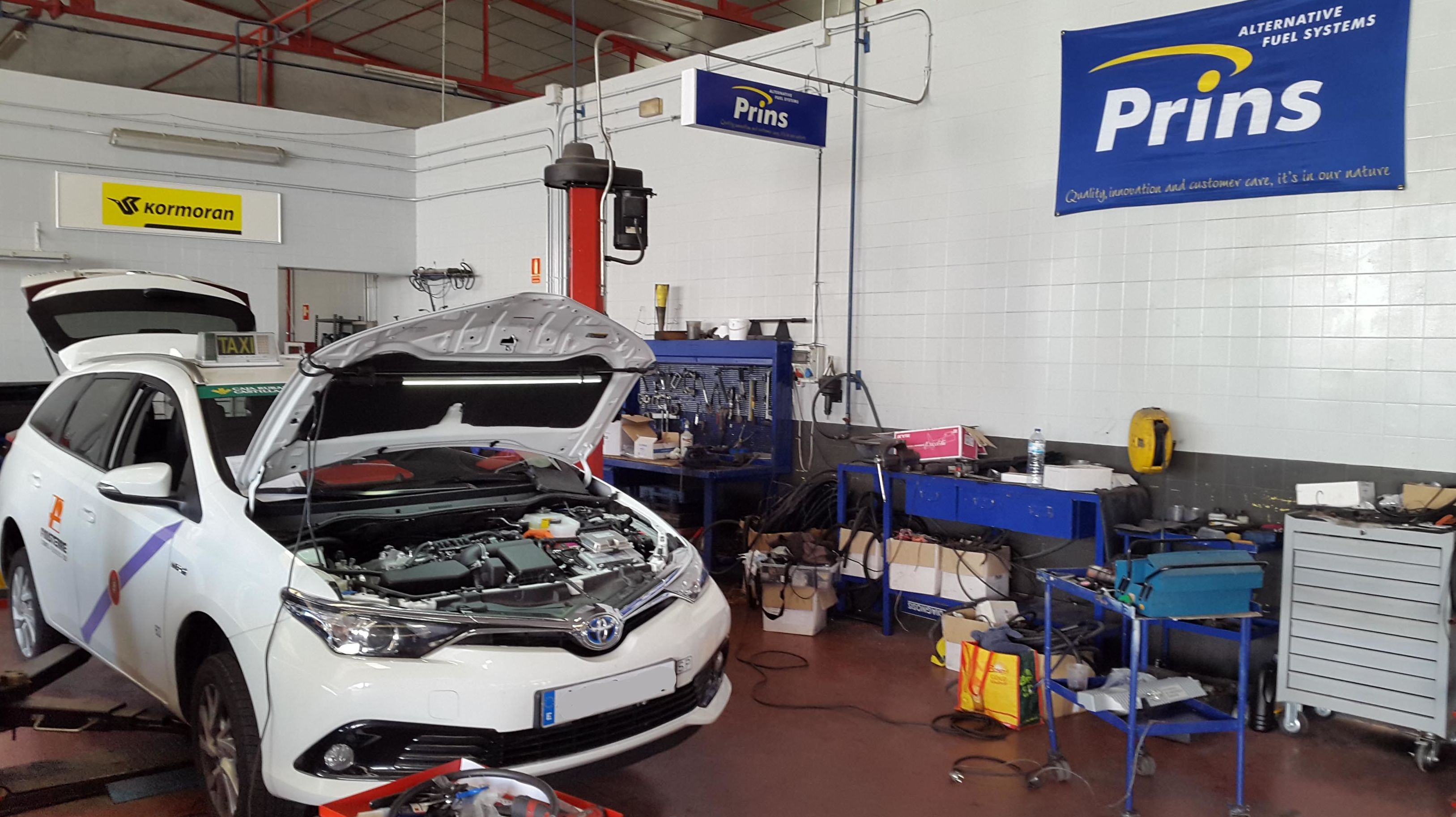 Toyota Auris hibrido con glp