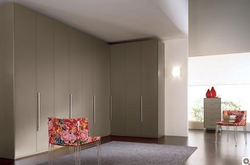 Dormitorio con armario empotrado en Gijón