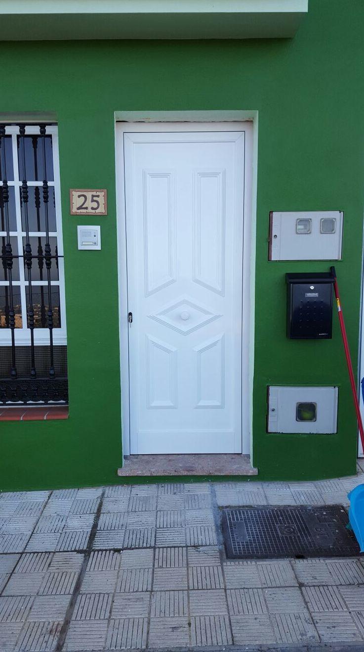 Puerta de entrada modelo fasnia