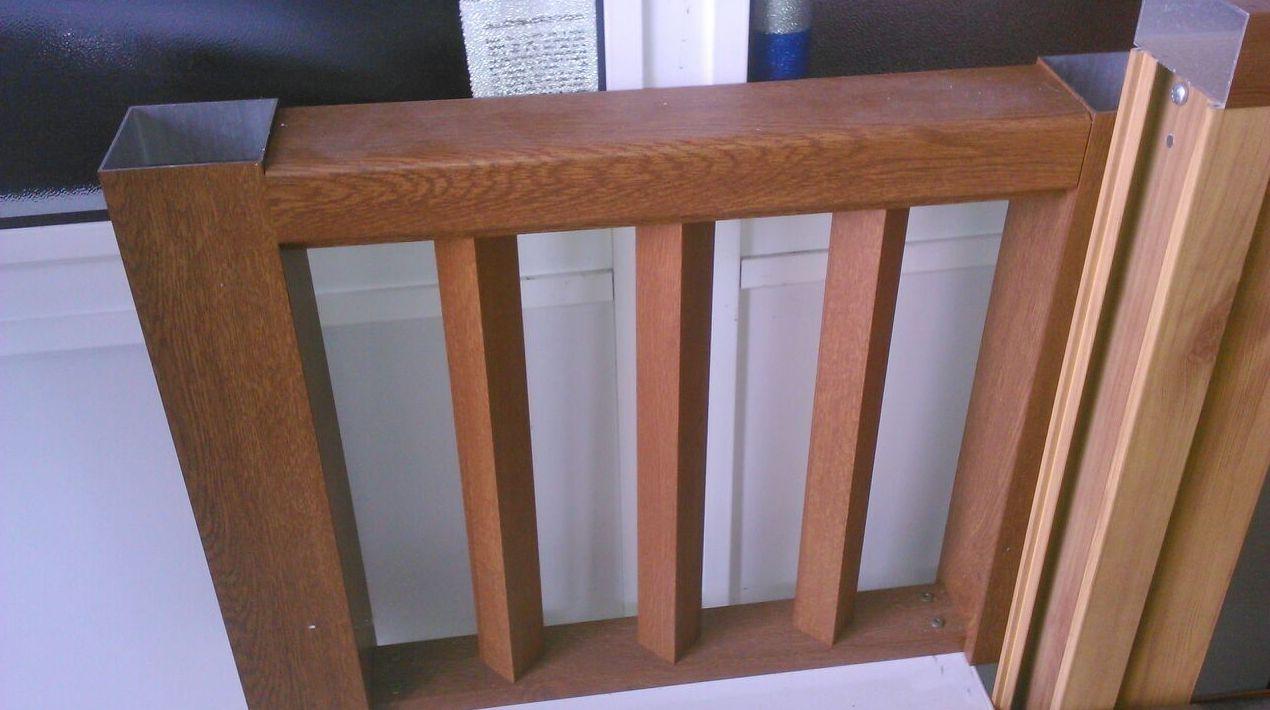 Cerramiento de escalera realizado en madera