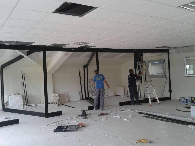 Cerramientos de aluminio en oficinas