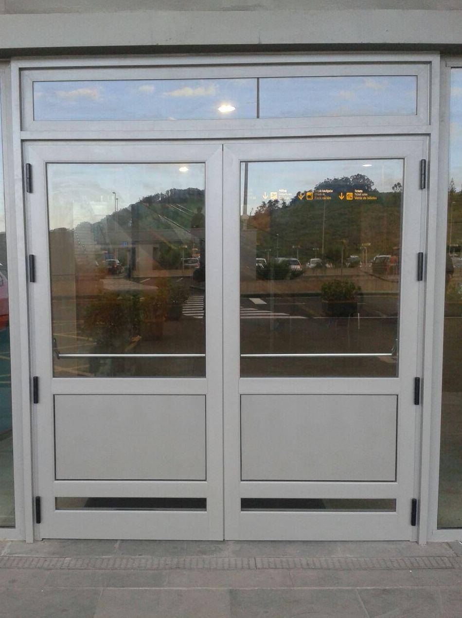Puerta exterior de aluminio y cristal