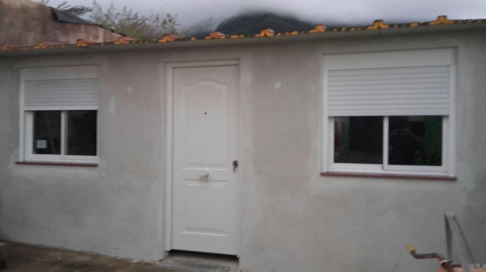 Puerta, ventanas y persianas de aluminio