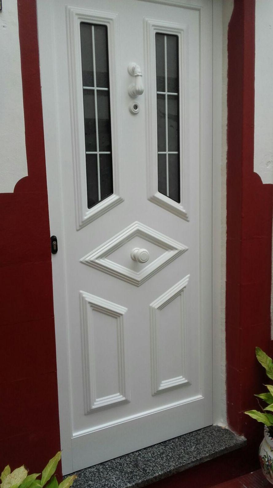Puerta de aluminio lacado blanco