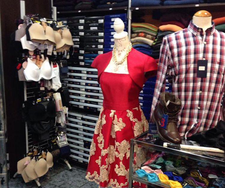Venta de ropa de fiesta en Roquetas de Mar