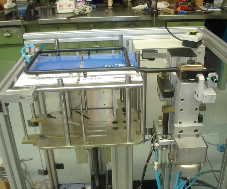 Máquina manipuladora de papel y cartón en Cataluña