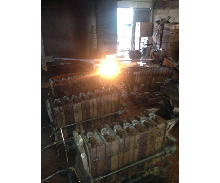 Proceso de fundición: horno y prensas de arena