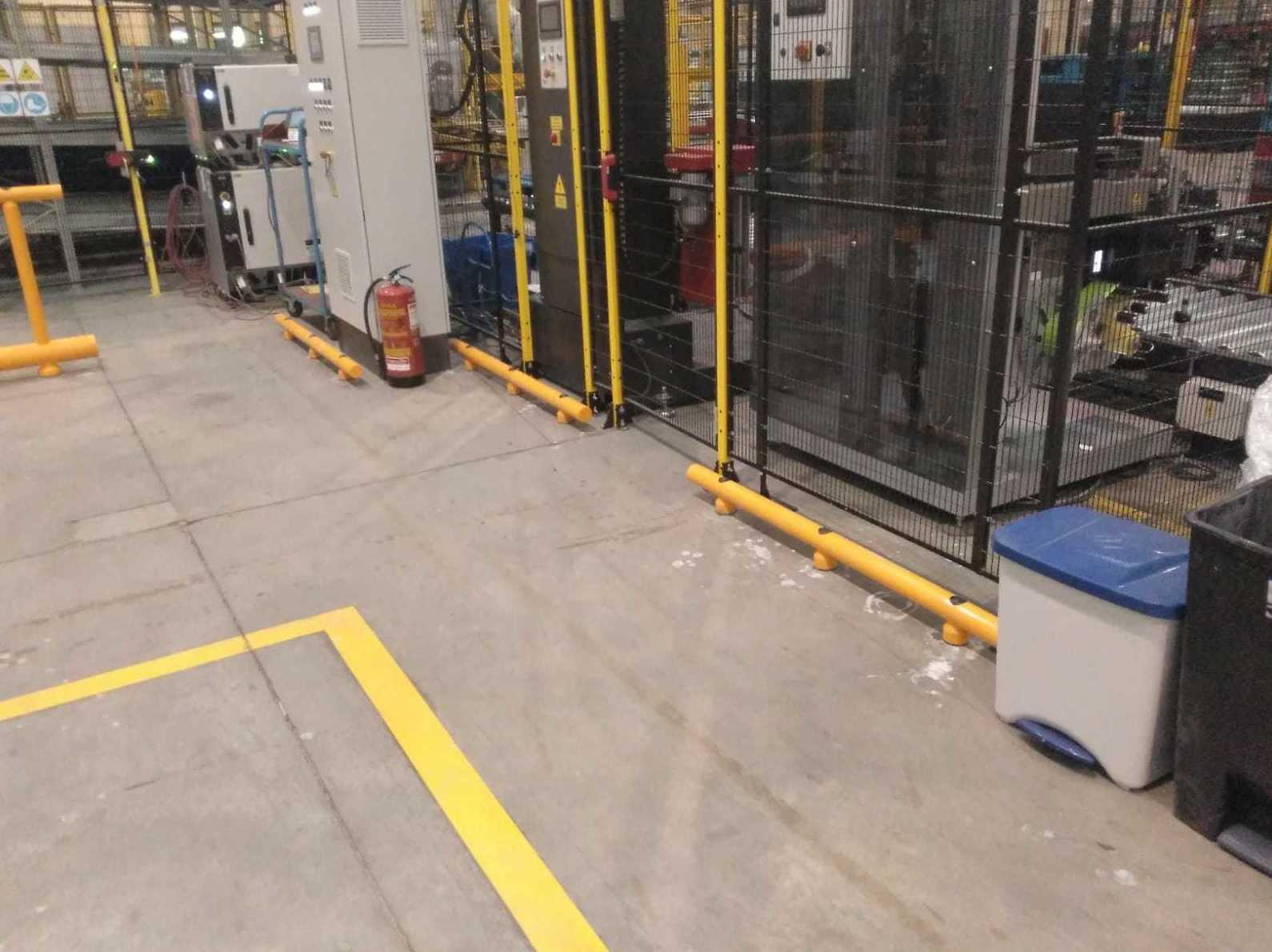 Apertura de taladros y colocación de vallas