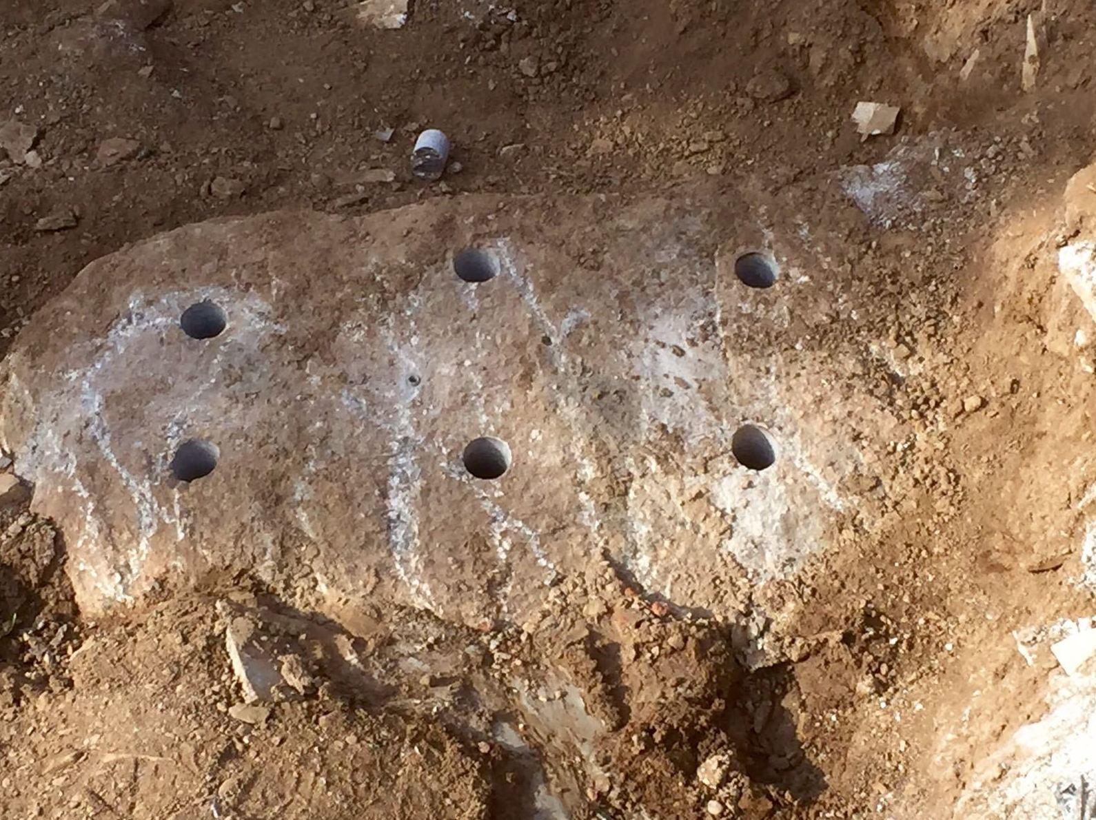 Taladros en piedras para meter resina y romper las piedras