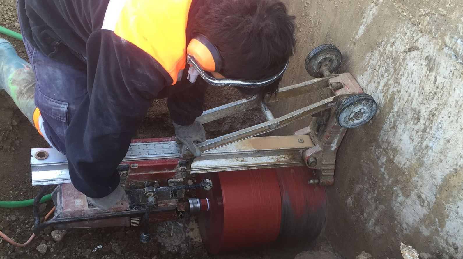 Perforaciones para tuberías de agua.
