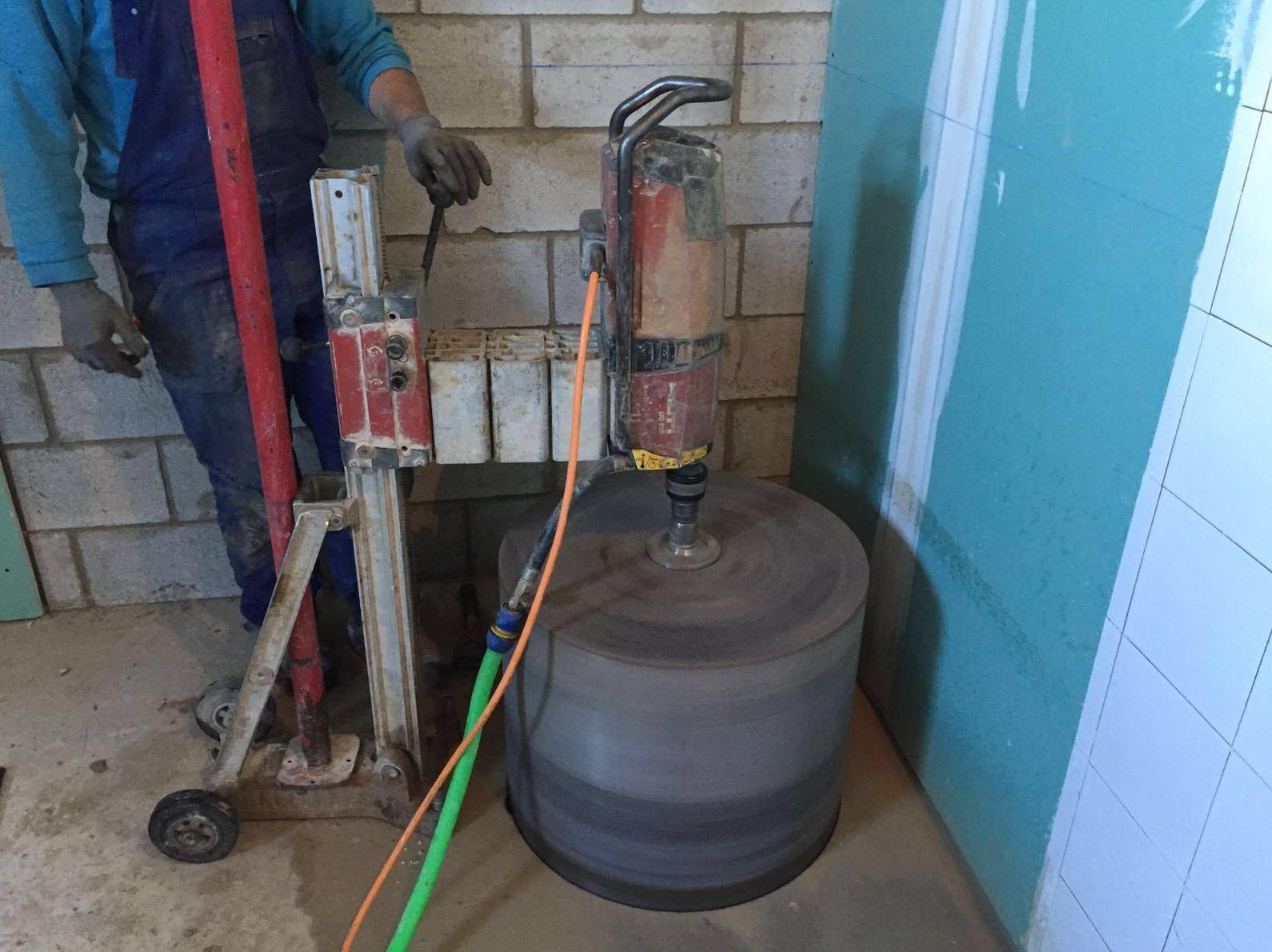 Talladros de 600 mm en Hormigón en forjado de 45 cm de espesor.