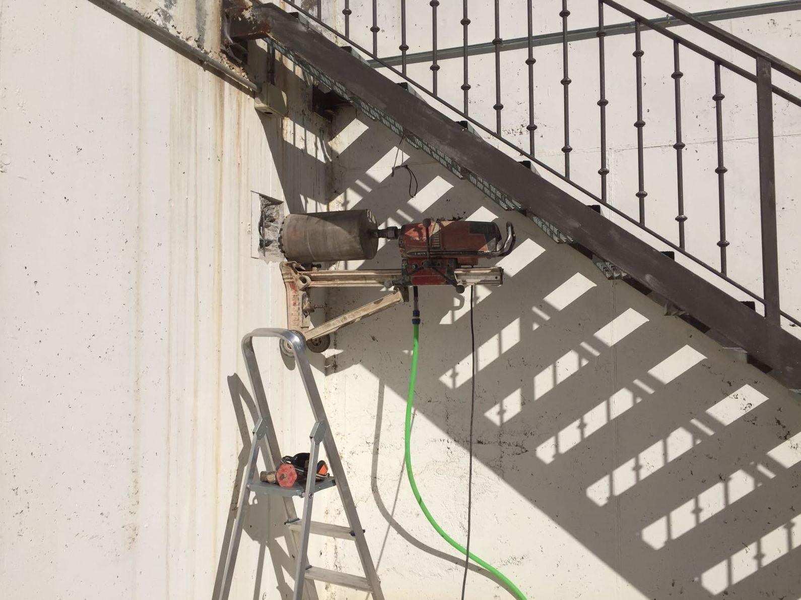 Taladros en muro de hormigón de 250 mm para ventilaciones