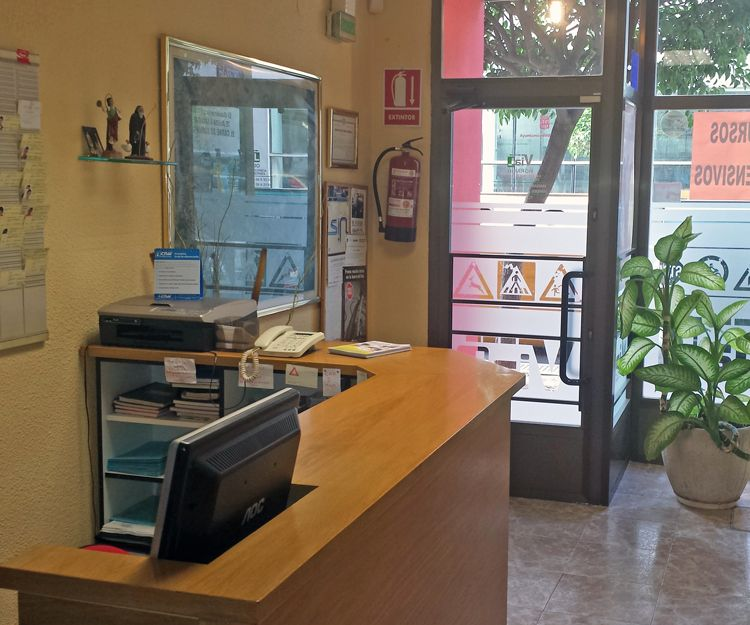 Recepción de la autoescuela en Logroño