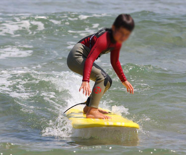 Cursos de surf para adultos y niños en Cantabria
