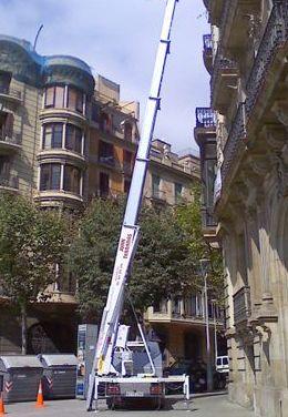 Mudanzas con plataforma elevadora en Barcelona
