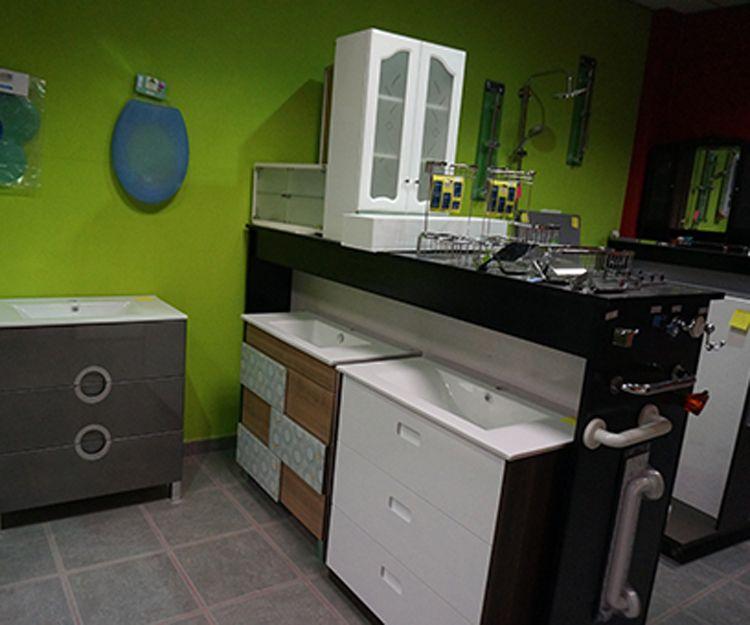 Almacén de muebles de baño en Lugo