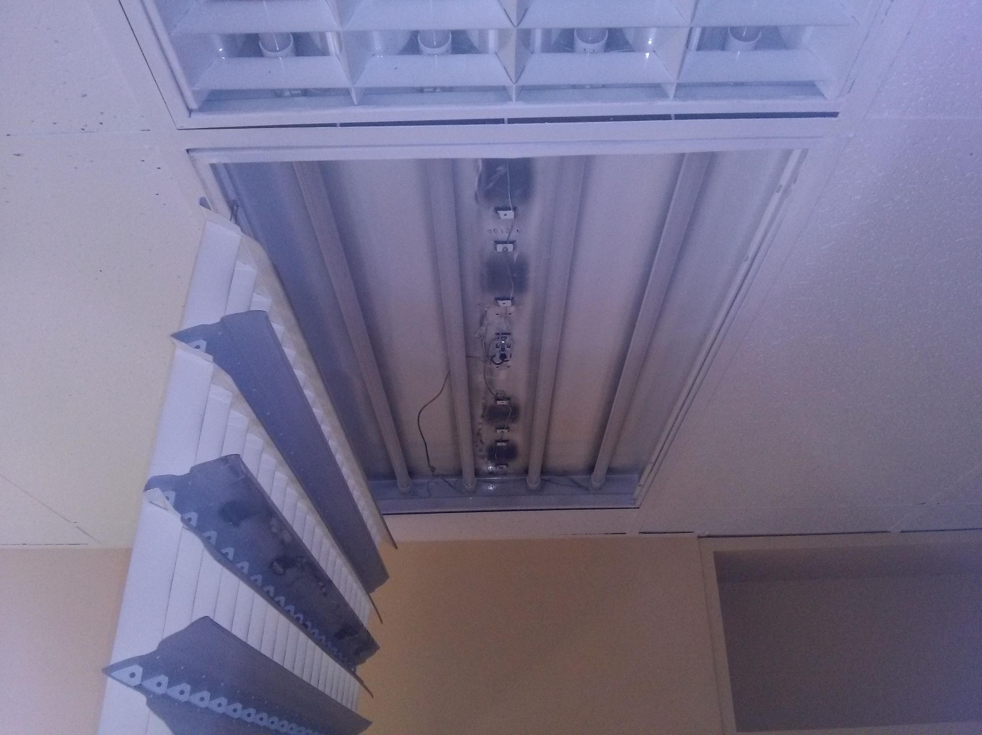 Sustitución de tubos fluorescentes de 36w por tubos de LED de 18w, en una oficina